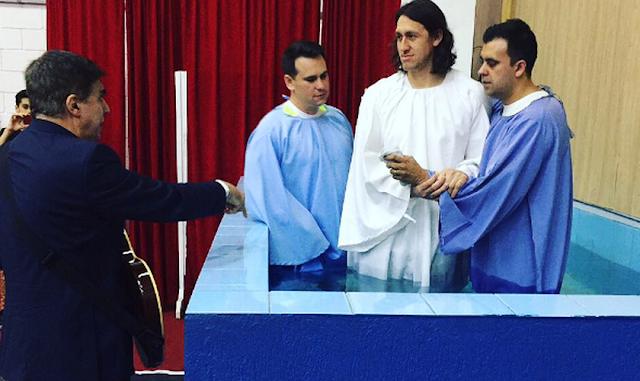 Goleiro Cássio é Batizado em Igreja Evangélica