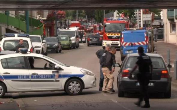 Iσλαμικό Κράτος φώναξαν οι δυο ένοπλοι μπαίνοντας στην εκκλησία της Νορμανδίας