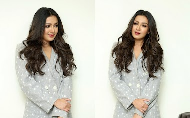 Catherine Tresa At World Famous Lover Telugu Movie Interview Photos