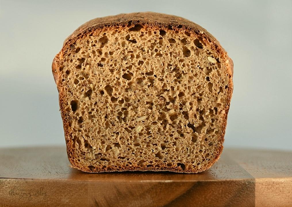 Chleb żytni z dodatkami.