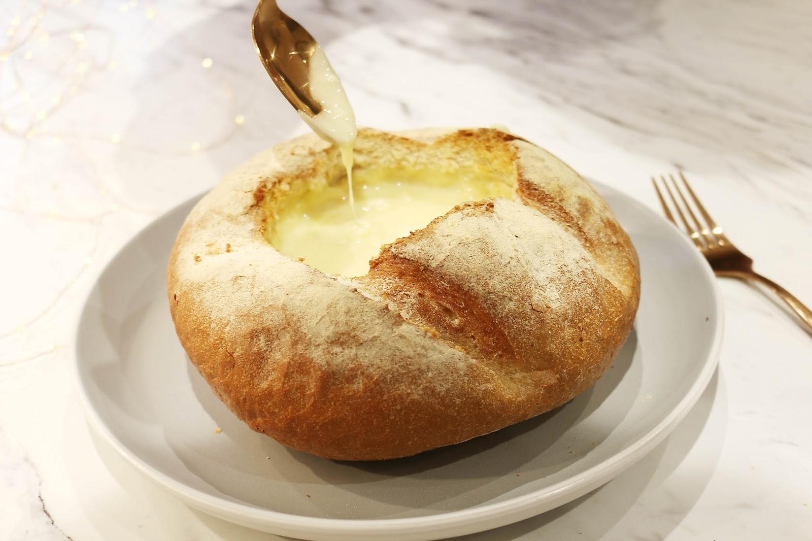 Food, Christmas, Blogmas, Lifestyle, cheese, camembert bread bowl recipe, camembert, camembert recipes, bread, melted cheese, cheese recipes, christmas party recipe, dinner party recipes