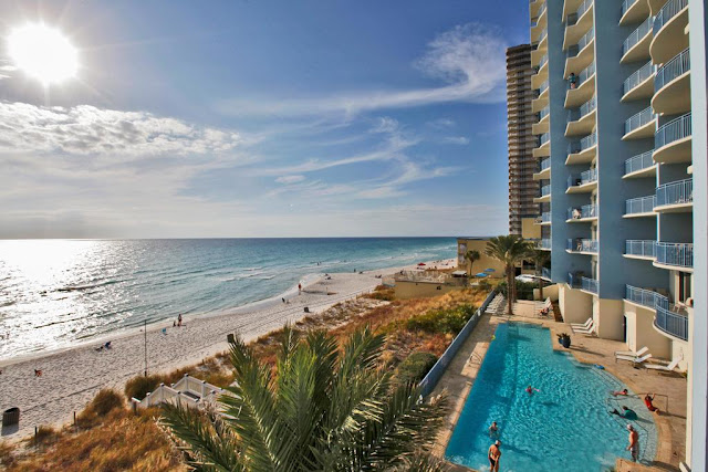With a charming, boutique feel, Sterling Breeze offers a vacation in style in Panama City. Breeze features beach-front balconies, home entertainment center, poolside wine bar.