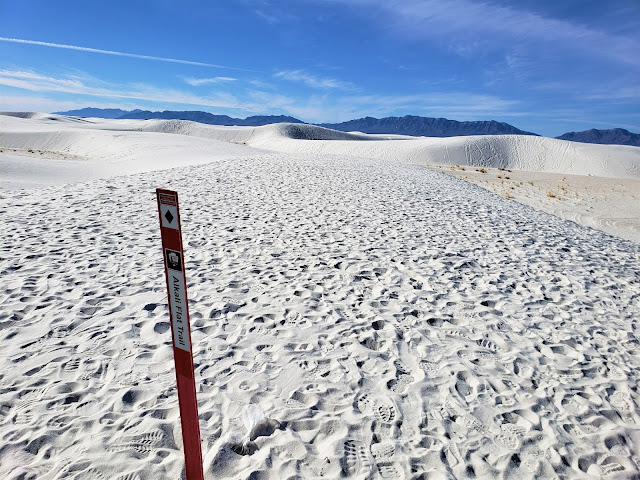 alkali flat trail sign post white sands national park new mexico