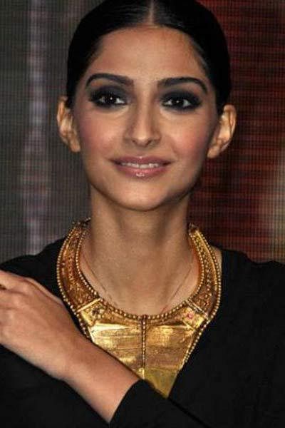 Sonam Kapoor Bollywood Diva's Smoky Eye Makeup Looks