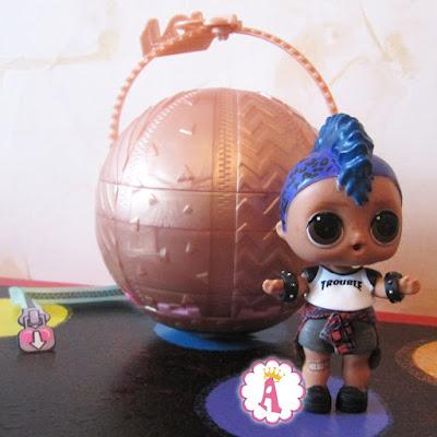 Как выглядит мальчик из коллекции кукол LOL Surprise Confetti Pop