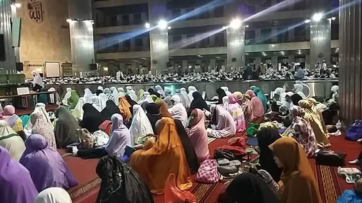 Perempuan ke Masjid