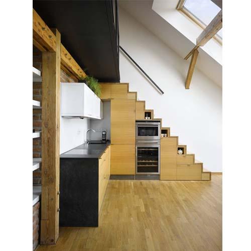 Esempio di ristrutturazione della cucina di un piccolo loft a Praga