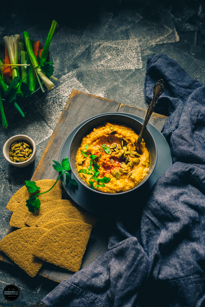 Roasted pumpkin Spice and Garlic Hummus is so easy, incredibly tasty and healthy. Perfect to welcome and celebrate autumn.
