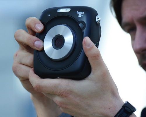 Tinuku.com Fujifilm Instax Square SQ10 Instant Hybrid Camera Realizing Instagram