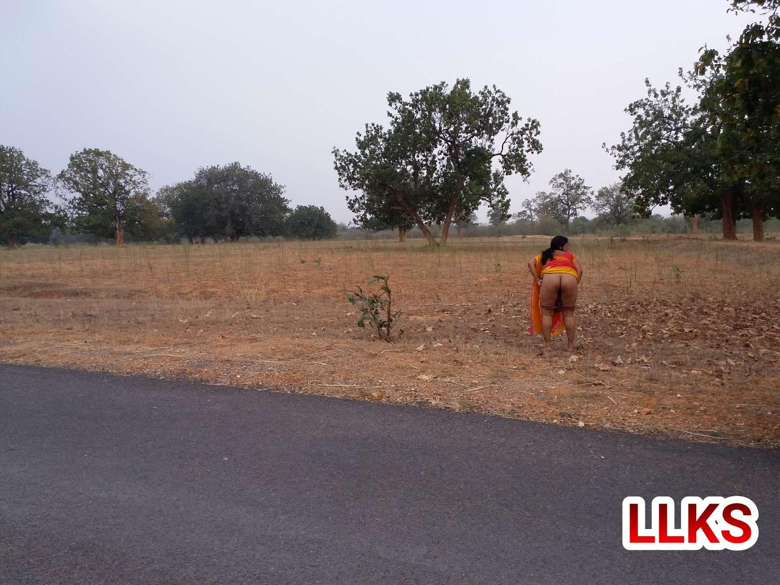 Indian peeing women-2800