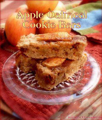 Apple Oatmeal Cookie Bars, fall flavored cookie dessert bars. | recipe developed by www.BakingInATornado.com | #recipe #dinner