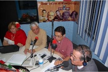 de0978e48d1a1 (En la cabina de transmisión están Liliana Vargas Ortega y Gerardo Rangel