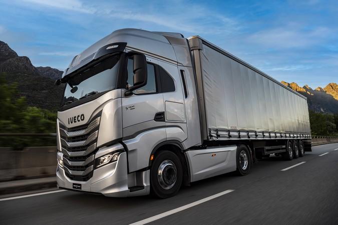 IVECO S-Way passa a contar com novas opções de motorização e conectividade na Europa