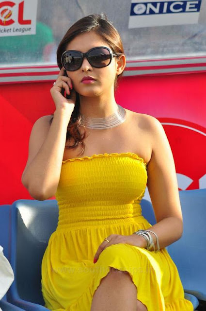 Indian Actress Madhu Shalini Tamil Actress Strapless Tube -5041