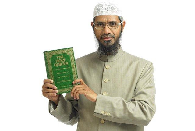 Zakir Naik Buktikan Kitab Suci Semua Agama Gagal Diuji, Kecuali Al-Qur'an