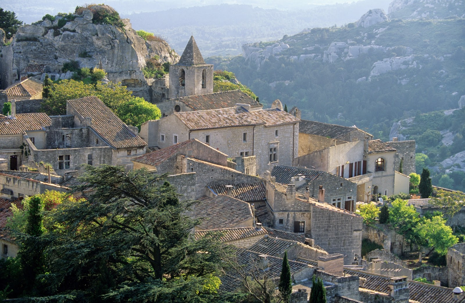 the provence post tres baux new hotel golf opens june 1. Black Bedroom Furniture Sets. Home Design Ideas