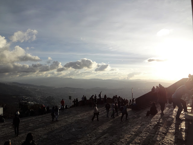 モンセラーテの丘の夕方の景色