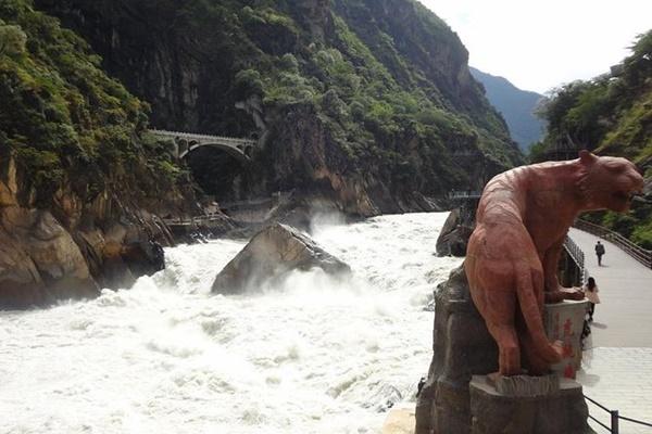 หุบเขาเสือกระโจน (Tiger Leaping Gorge)