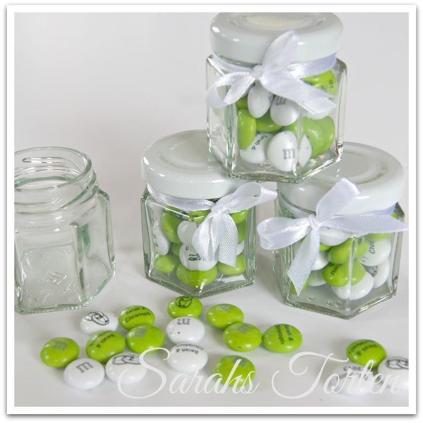 sarahs torten und cupcakes unsere hochzeit bedruckte m ms im glas. Black Bedroom Furniture Sets. Home Design Ideas