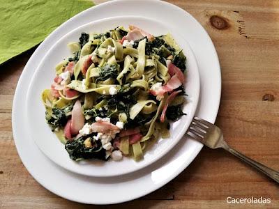 Tallarines verdes con espinacas y queso gorgonzola