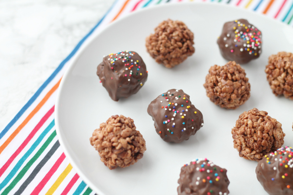 Chocolate Rice Crispy Balls - easy recipe, makes a huge batch, perfect for parties