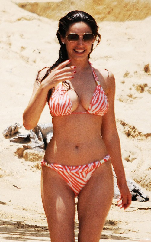 Kelly Brook Exclusive Hot Bikini Pics