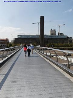 Puente del milenio y, al fondo, la Tate Modern
