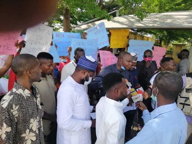 Hushpuppi: Protesters storm US Embassy, demand arrest of Atiku, Dino Melaye