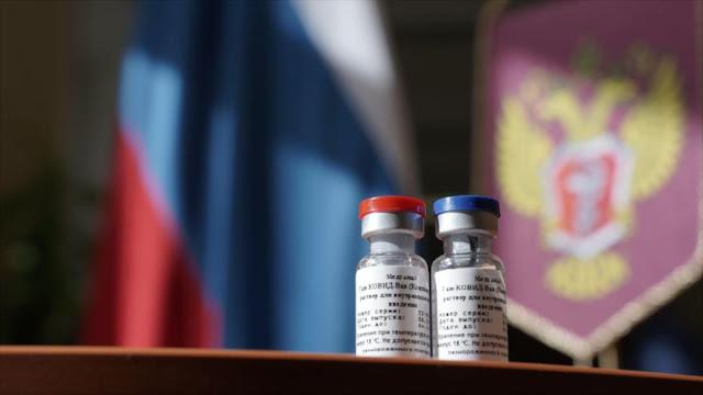 """Rusia rechaza críticas """"infundadas"""" sobre su vacuna contra la COVID-19"""