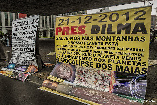 Manifestação sobre o fim do mundo no vão livre do Masp, São Paulo