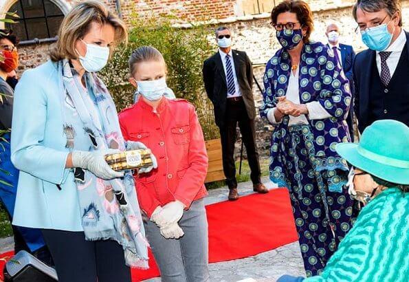 Mathilde is wearing sky blu belted wool jacket, princess eleonore is wearing red denim long sleeve short jeans jacket