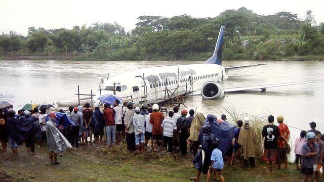 Apa yang Terjadi Kala Pesawat Mendarat di Air?