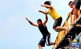lompat indah di jembatan cinta pulau tidung