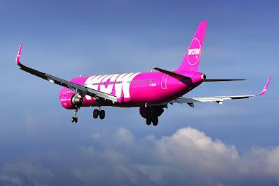 Avión de Wow que ofrece vuelos baratos y ayuda a posicionar a Islandia entre los destinos más solicitados
