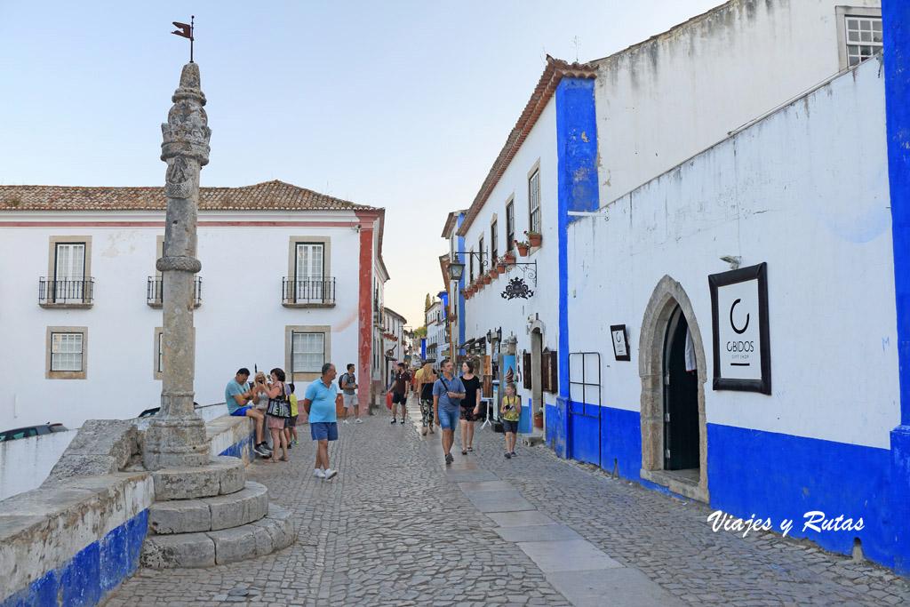 Plaza de santa María y pelourinho de Óbidos