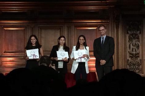 """فرنسا تتوج أستاذا مغربيا وثلاث تلميذات متفوّقات بـ""""جائزة التميز"""""""