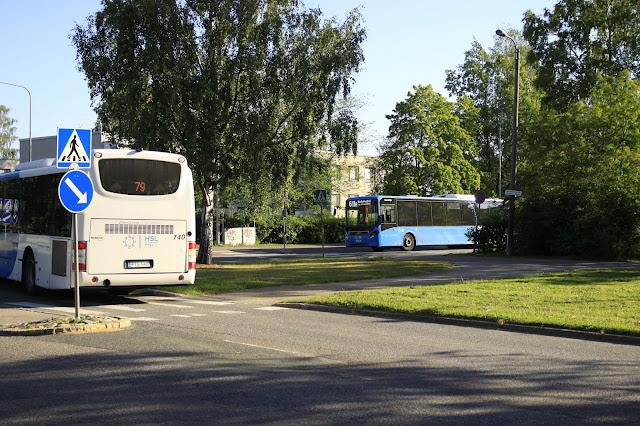 Kuvituskuva: 2 bussia kohtaa Siltamäessä