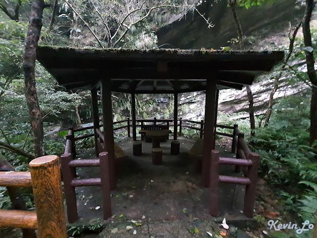 拉波波村營區涼亭