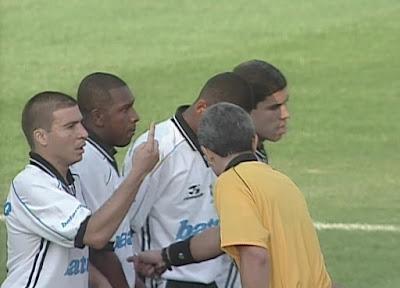 Com dois gols de Luizão, o Corinthians venceu o Atlético-MG no estádio do Morumbi - Divulgação