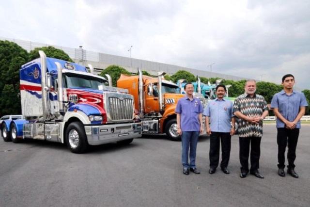 Sultan Johor Akan Pandu Trak Mack Ketuai Kembara Mahkota Johor 2016