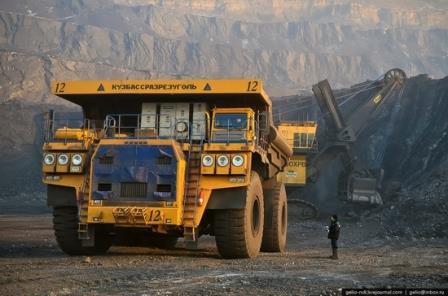 BelAZ 75.600 mobil truk terbesar di dunia