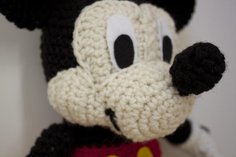la2293a4e mickey mouse crochet pattern - laddukavala.com | 533x800