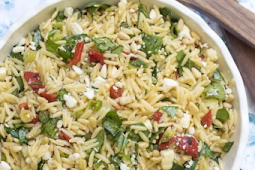 ORZO SALAD WITH ROASTED RED PEPPERS, SPINACH, AND FETA