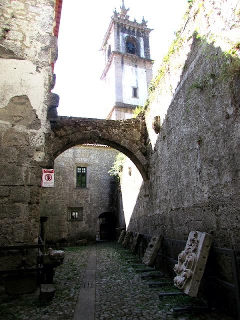 ruínas do antigo Convento de São Gonçalo