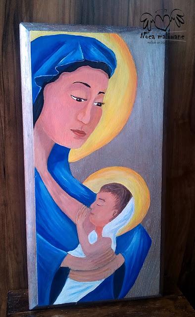 Matka karmiaca na desce dębowej