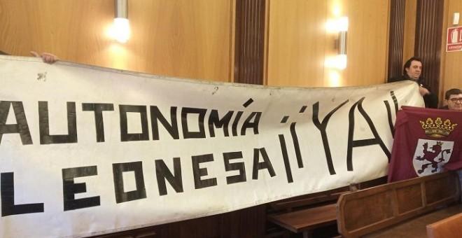 PSOE y PODEMOS votan a favor de que León se independice de Castilla