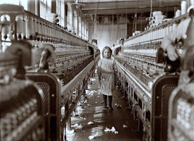 Sadie Pfeifer Cotton Mill Spinner (1908), photograph by Lewis Hine.