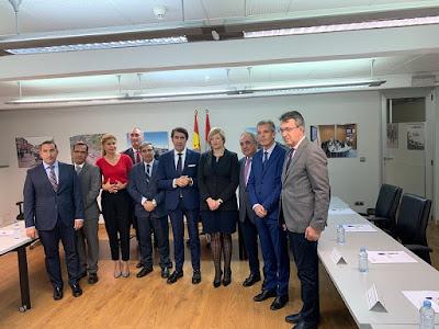 Suárez-Quiñones, en el centro, con la directora de Protección Civil y...