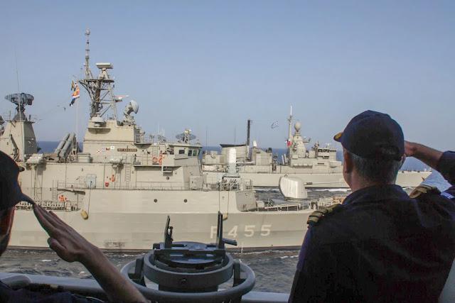 Πλωτό τείχος στήνει στο Αιγαίο το Πολεμικό Ναυτικό