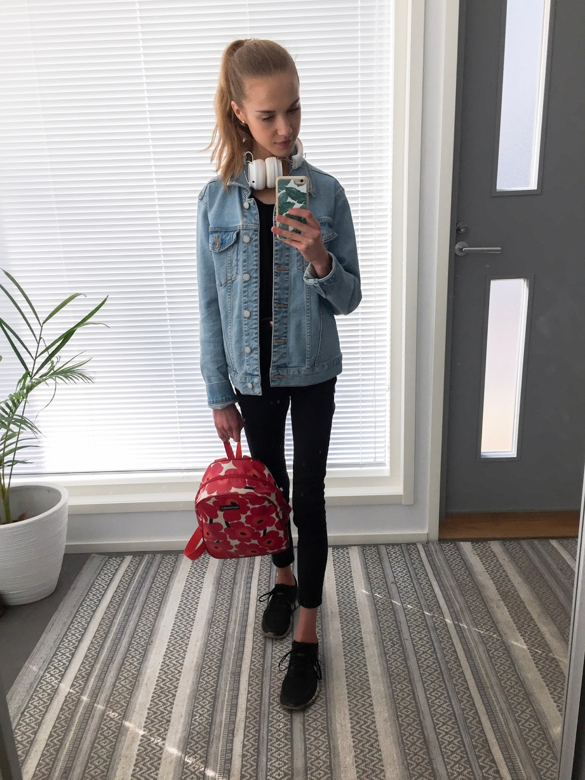 fashion-blogger-everyday-outfits-muotibloggaaja-arkiasut-allblack-kokomusta-denim-jacket-farkkutakki